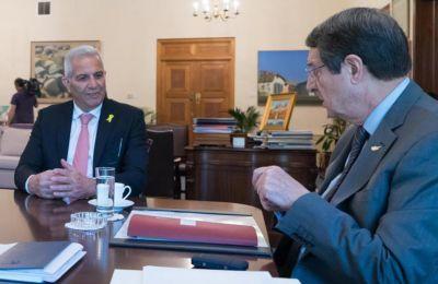 Τα περί κυπριακού Watergate, προκάλεσαν αναστάτωση στην κυβέρνηση με τον Πρόεδρο να επικοινωνεί με τον Άντρο Κυπριανού και να του εκφράζει την ανησυχία του κατά πόσο παρακολουθείται και ο ίδιος.