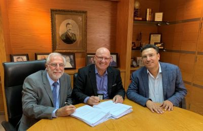 Η συμφωνία υπογράφηκε από τον κ. Craig Ballantyne, και τον κ. Ντίνο Λευκαρίτη.