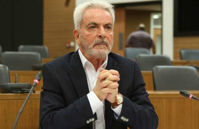 Αναφέρει ότι ο σύνδεσμος υιοθετεί πλήρως τις προτροπές του Χρηματοοικονομικού Επιτρόπου όπως υποβάλουν οι Δανειολήπτες αίτηση για ένταξη στο Σχέδιο Εστία