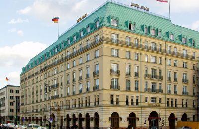 Η Κίμπρις ποστασί σημειώνει ότι στην ίδια αλυσίδα ξενοδοχείων ανήκε και το ξενοδοχείο όπου έγιναν οι συνομιλίες στο Μοντ Πελεράν.