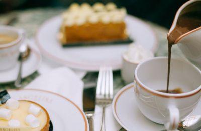 Τι πιο ωραίο να περάσεις ευχάριστα το απόγευμα σου χάλαρα σε ένα cafe, με ωραία ατμόσφαιρα αλλά προπάντος τέλεια γλυκά