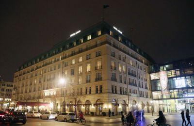 Στο πολυτελές ξενοδοχείο των 245 εκατομμυρίων ευρώ, ένα διπλό δωμάτιο στοιχίζει από 240 μέχρι 350 ευρώ τη νύχτα.