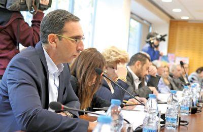 Ο υπουργός Υγείας Κωνσταντίνος Ιωάννου μιλώντας στην «Κ» ανέφερε πως είναι  φυσιολογικό  το νέο περιβάλλον δημιουργεί ευκαιρίες που κεντρίζουν την προσοχή επενδυτών.