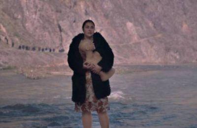 Λεζάντα: Η ταινία της Τeona Mitkova μιλάει, εκτός από τα αυτονόητα δικαιώματα που πρέπει να απολαμβάνουν όλοι, για τη δικαιοσύνη.