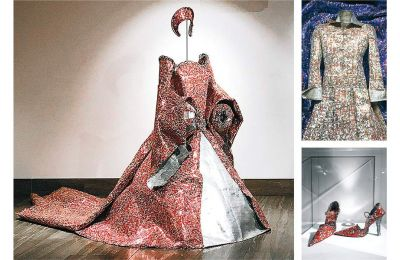 Τα έργα του Νίκου Φλώρου είναι από μεταλλικό ύφασμα (φτιαγμένο από κουτάκια αναψυκτικών). Για καθένα από αυτά χρειάζεται σχεδόν 4.000 τενεκεδάκια