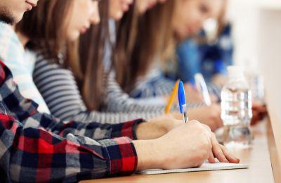 Οι Κύπριοι μαθητές κατέγραψαν 424 μονάδες στην ανάγνωση κειμένων, 451 στα μαθηματικά και 439 στις φυσικές επιστήμες.
