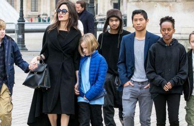 H Angelina Jolie και ο Brad Pitt δεν είναι λίγες οι φορές που ήρθαν σε έντονη σύγκρουση σχετικά με ποιον από τους δύο γονείς θα περάσουν τα παιδιά τις γιορτές.