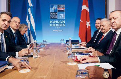 Οι Κυρ. Μητσοτάκης, Ν. Δένδιας, Τ. Ερντογάν και Μπ. Γιλντιρίμ κατά τη χθεσινή συνάντηση στο Λονδίνο.