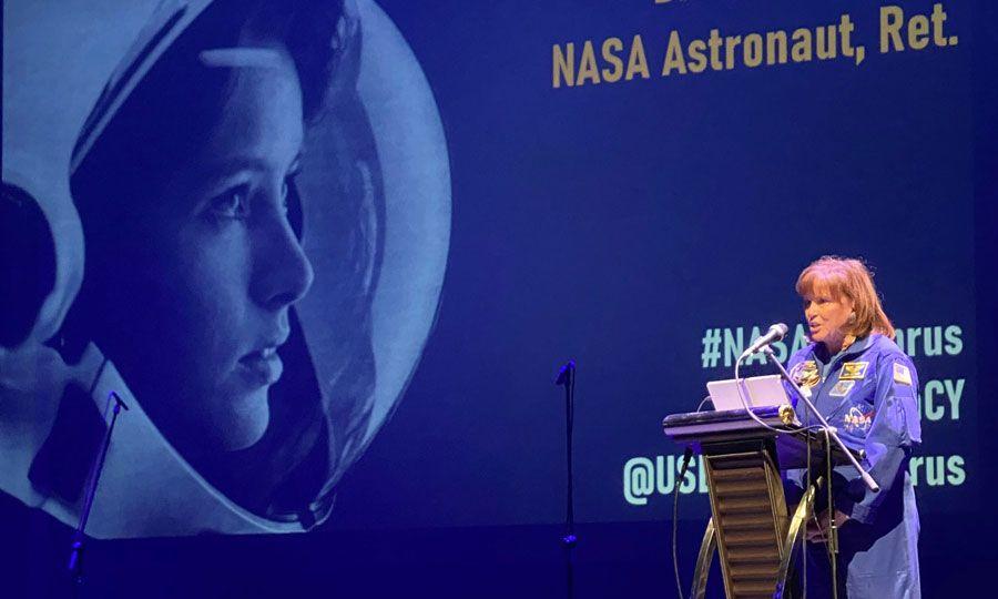 κορυφαία στιγμή το πρώτο βήμα του Νιλ Άρμστρονγκ στη σελήνη