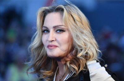 Στο πλευρό της Madonna ήταν δύο από τα παιδιά της, οι υιοθετημένες Stella και Ester.