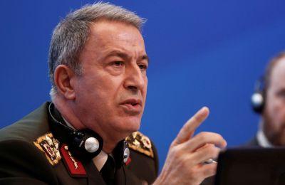 «Είναι ένα μνημόνιο συμφωνίας που έγινε εντελώς στο πλαίσιο των δικαιωμάτων και του δικαίου που έχουν δύο κυρίαρχα κράτη», δήλωσε ο Τούρκος Υπ. Άμυνας