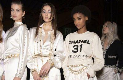 Μαύρο, μπεζ, και χρυσό ήταν αυτά που αντικατόπτριζαν το προσωπικό γούστο της Chanel