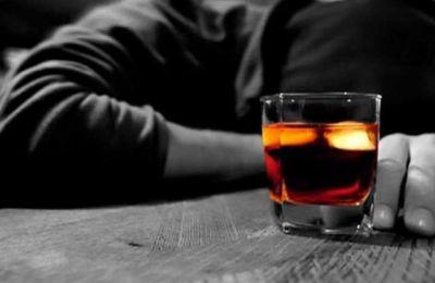 Όσοι πίνουν δύο ποτά την ημέρα έχουν αυξημένο κίνδυνο άσχετα με το πόσο καιρό είχαν αυτήν τη συνήθεια.