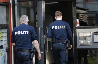 Όπως μεταδίδει το κρατικό τηλεοπτικό δίκτυο DR, η αστυνομία προχώρησε σε αρκετές συλλήψεις και διεξήγαγε αρκετές εφόδους.