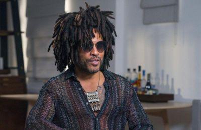 Σε ενότητα καλεί τον κόσμο μέσα από το νέο του μουσικό βίντεο «Here to Love» ο Lenny