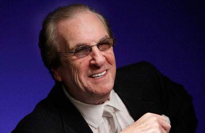 Εγινε γνωστός και για τη συμμετοχή στη δεύτερη ταινία της τριλογίας του «Νονού» του Φράνσις Φορντ Κόπολα, αλλά και στη ρομαντική κωμωδία «Moonstruck» το 1987.