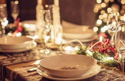 Fine dining μενού, όμορφα εστιατόρια, με ή χωρίς ζωντανή μουσική και άκρως εορταστική ατμόσφαιρα.