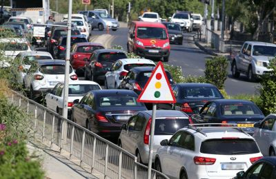 Για τους οδηγούς δεν χρειάζεται καμία ιδιαίτερη ανάλυση. Η χρήση του κινητού κατά την οδήγηση θεωρείται πλέον φυσιολογική συνήθεια.