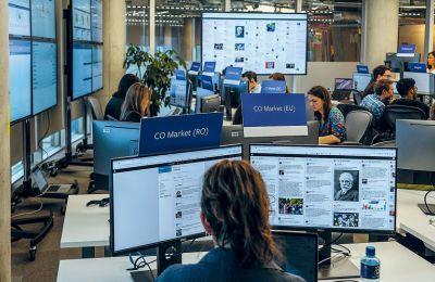«Ψηφιακοί καθαριστές» του Facebook στο Δουβλίνο, πριν από τις ευρωεκλογές του 2019. Χιλιάδες άνθρωποι κάνουν αυτή δουλειά σε όλο τον κόσμο.