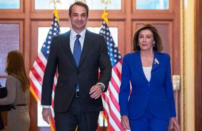 O Ελληνας πρωθυπουργός Κυριάκος Μητσοτάκης είχε, συνάντηση με την πρόεδρο της Βουλής Νάνσι Πελόσι κατά την επίσκεψή του στην Ουάσιγκτον.