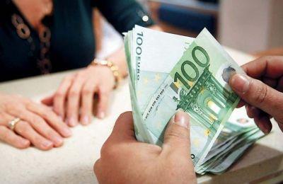 Στις συντάξεις κάθε μήνα προστίθεται και το επίδομα χαμηλοσυνταξιούχων (μικρή επιταγή) για όσους δικαιούνται