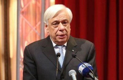 Τόνισε, επίσης, την ανάγκη να υπάρχει αρραγής ενότητα των Ελλήνων για να αντιμετωπίσουν με αποτελεσματικότητα τις προκλήσεις και τους κινδύνους