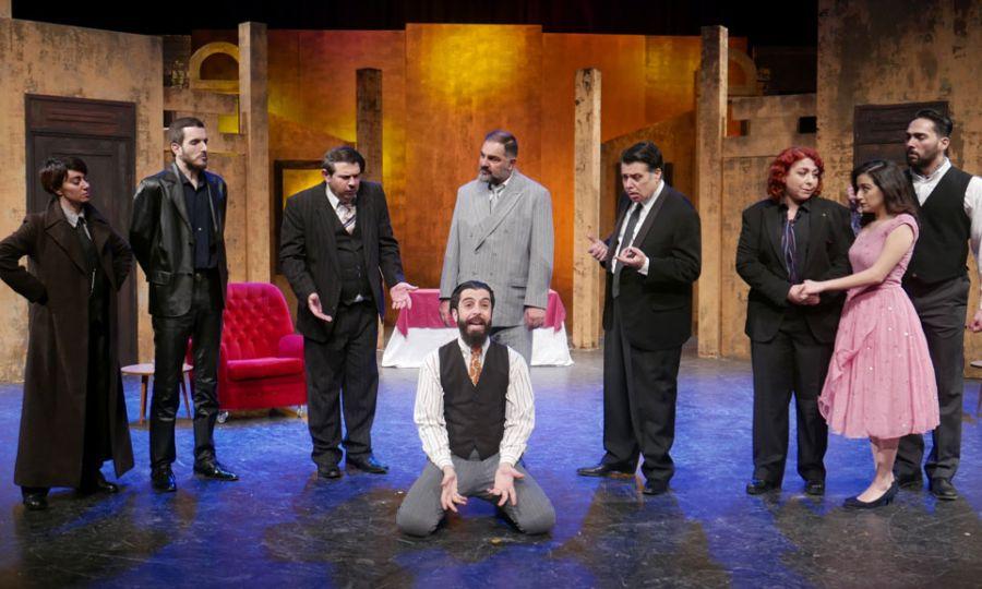 Η παράσταση με «άρωμα» Commedia dell' arte, αλλά με σύγχρονους χαρακτήρες και επίκαιρο χιούμορ και με όπλα την σκηνική επιδεξιότητα