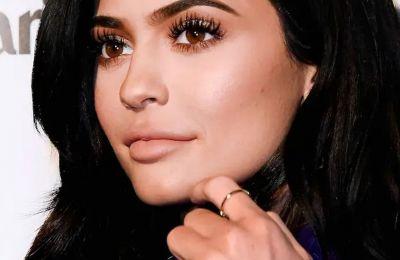 Η Kylie έχει πολλά πράγματα στο μυαλό της αφού η ίδια αναλαμβάνει τις περισσότερες ευθύνες της κόρης της, δεν τα αφήνει όλα στις νταντάδες