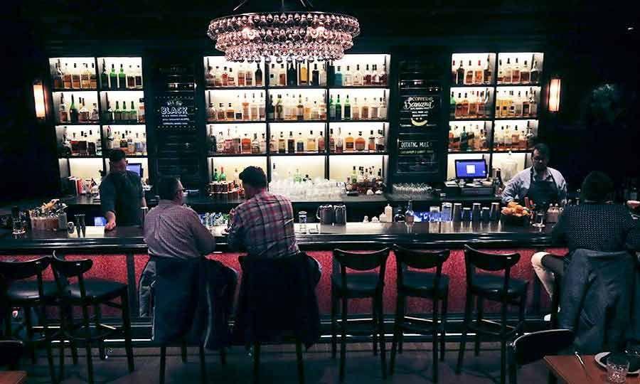 «Δουλειά μου είναι οι πελάτες να περνούν καλά και να δημιουργώ ποτά, όχι να τα πίνω», λέει η Οουτς.