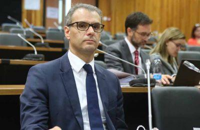 Οι Βουλευτές που προέβησαν σε δηλώσεις μετά τη συνεδρία ξεκαθάρισαν ότι τα κόμματα τους επιζητούν πλήρη διαφάνεια.