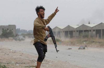Φυλές που έχουν συμμαχήσει με τον Χάφταρ κατηγορούν την κυβέρνηση στην Τρίπολη ότι χρησιμοποιεί τα έσοδα από το πετρέλαιο για να πληρώνει ξένους μαχητές.