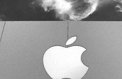 Τόσο η Apple όσο και οι μεγάλοι αντίπαλοί της, όπως η Huawei και η Samsung, έχουν ρίξει στην αγορά ηλεκτρονικές συσκευές που φορτίζονται ασύρματα.
