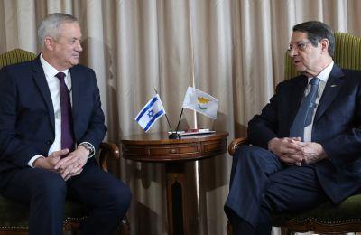 Οι δύο άνδρες συζήτησαν επίσης θέματα περιφερειακού ενδιαφέροντος.