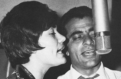 Την περίοδο της δωδεκάχρονης σιωπής του, ο Στέλιος Καζαντζίδης μπήκε μία και μοναδική φορά στο στούντιο για να παίξει γκραν κάσα σε ένα τραγούδι του Χρήστου Λεοντή, στον δίσκο «Συναυλίες '81»