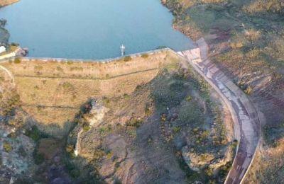 Έχει μήκος περίπου 15 χιλιόμετρα.
