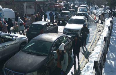 Οι οδηγοί προτρέπονται να διατηρούν αποστάσεις ασφαλείας από τα προπορευόμενα οχήματα.