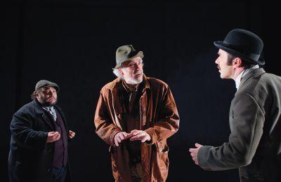 Ο Χάρης Αττώνης υποδύεται τον Γιάννη και ο Βαλεντίνος Κόκκινος τον Κώστα, τους δύο γιους της Δράκαινας, την οποία ενσαρκώνει η Λυδία Κονιόρδου