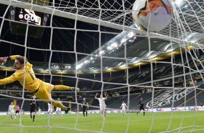 Μεγάλο διπλό με 3-0 πήρε η Βασιλεία στην έδρα της Άιντραχτ