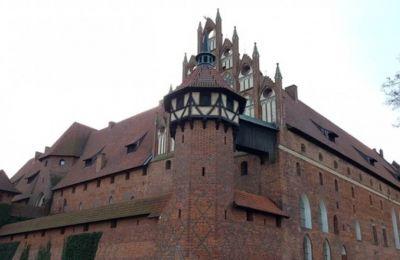 Αποτελείται από τρία ξεχωριστά κάστρα, το Άνω, Μέσο και Κάτω κάστρο.