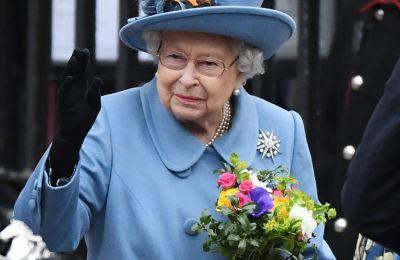 Η ίδια διευκρίνησε πως βρίσκεται μαζί με τον πρίγκιπα Φίλιππο και στην συνέχεια κάλεσε τον βρετανικό λαό να παραμείνει στο σπίτι του προκειμένου να περιοριστεί η εξάπλωση του κορωνοϊού