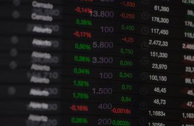 Ο πανευρωπαϊκός δείκτης STOXX 600 σημείωσε άνοδο 4,9% στις 10:14 ώρα Κύπρου