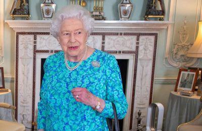 Η βασίλισσα καθόλη την διάρκεια των χρόνων αφιερώνει μια εβδομαδιαία εικοσάλεπτη συνομιλία με τον εκάστοτε πρωθυπουργό, το εν λόγω στιγμιότυπο είναι αρκετά πρωτόγνωρο