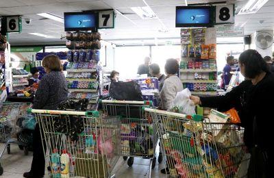 Οι ευάλωτες ομάδες πληθυσμού πραγματοποιούν τα ψώνια τους μέχρι τις 10 το πρωί.