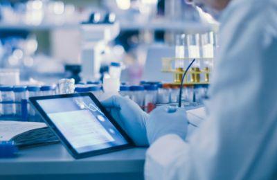 Η υπερυπολογιστική ισχύς θα προέλθει από τις εταιρείες C3.ai και Microsoft, τα πανεπιστήμια και το Εθνικό Κέντρο Υπερυπολογιστικών Εφαρμογών στο Ιλινόις
