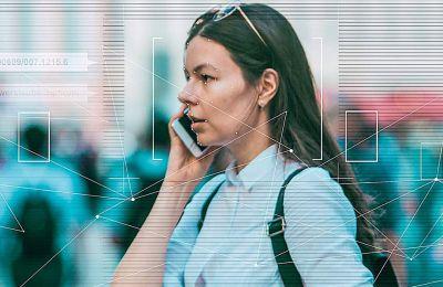 Η λειτουργία των έξυπνων κινητών που αποφέρει τα μεγαλύτερα οφέλη στις εταιρείες οι οποίες δημιουργούν εφαρμογές είναι η αδιάκοπη επιτήρηση της της συμπεριφοράς μας
