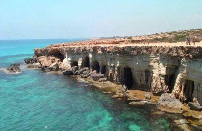 Έκδοση Διατάγματος για τη δημιουργία Ζώνης Προστασίας γύρω από την περιοχή των θαλασσινών σπηλιών στην Πέγεια