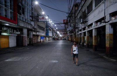 Οι Φιλιππίνες μετρούν 2.331 κρούσματα και 96 θανάτους από κορωνοϊό, όμως καθώς η χώρα άρχισε πλέον να εντατικοποιεί τις διαγνώσεις και τους ελέγχους, οι αριθμοί αναμένεται να αυξηθούν.