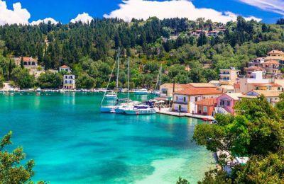Όπως αναφέρει, έχει επισκεφθεί οχτώ νησιά της Ελλάδας (Σκιάθο, Παξούς, Κέρκυρα, Κεφαλονιά, Λευκάδα, Σκόπελο, Μύκονο και Τήνο) κι έμεινε με τις καλύτερες εντυπώσεις.