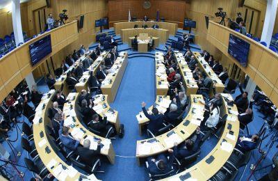 Τα νομοσχέδια και ο κανονισμός τέθηκαν σε μία ενιαία ψηφοφορία, υπέρ ψήφισαν 18 βουλευτές και κατά 1