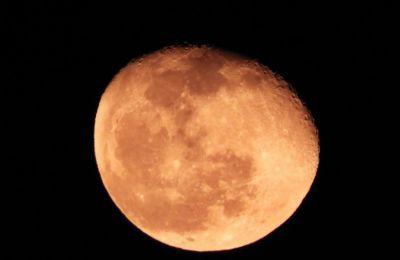 Η ελλειπτική τροχιά της σελήνης σημαίνει ότι το σημείο που θα πλησιάσει την Γη θα είναι περίπου στα 220.000 μίλια.